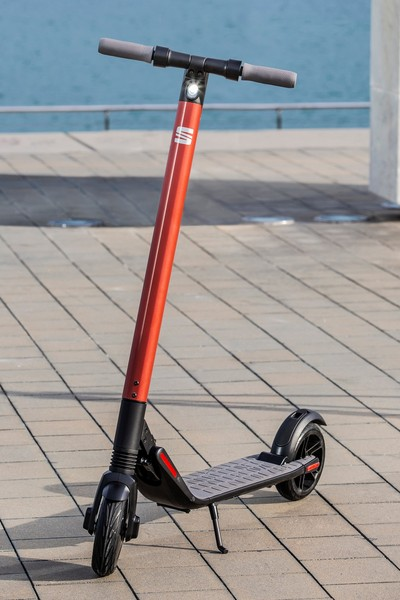 SEAT eXS KickScooter powered by Segway